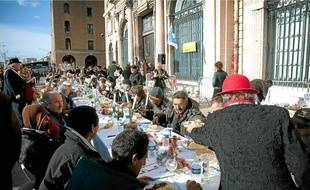 Une centaine de personnes étaient les invités hier des associations.