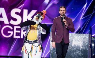 Le Manchot et Camille Combal dans Mask Singer sur TF1