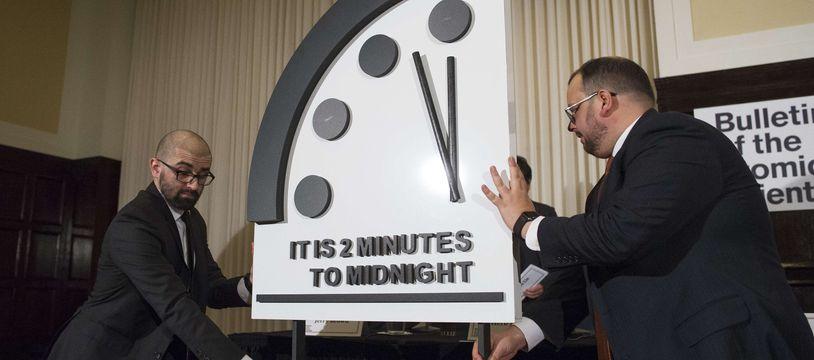 L'horloge de l'apocalypse reste à minuit moins 2 en 2019, face aux risques nucléaire climatique.
