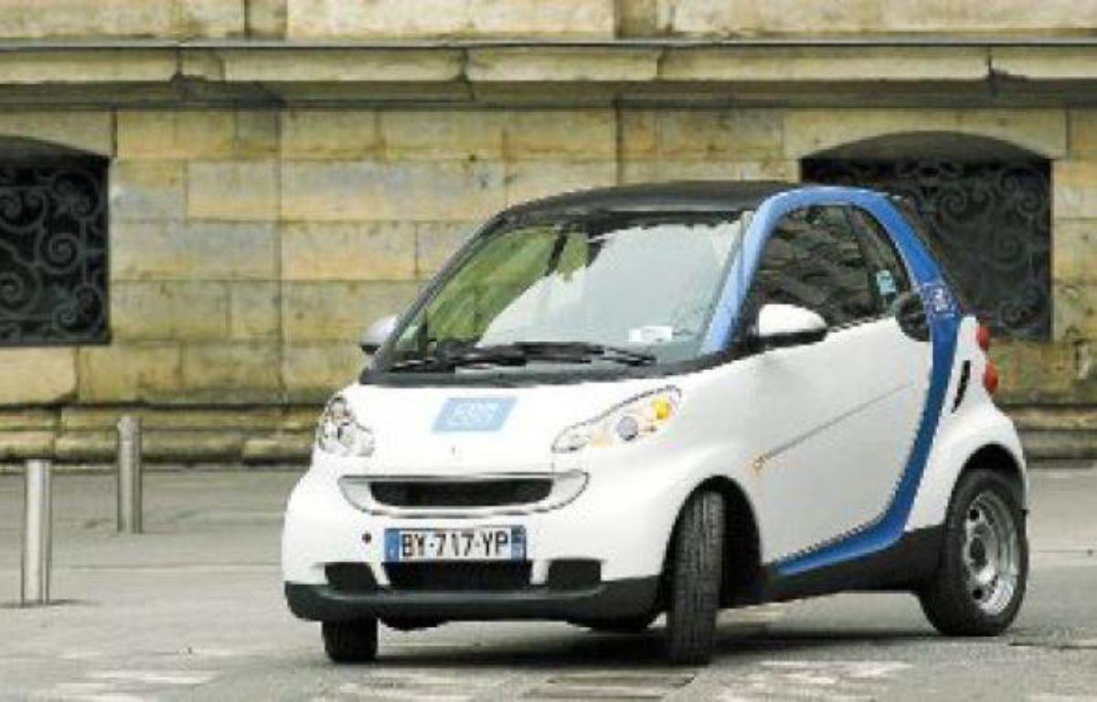 Les Smart bleues et blanches  avaient été mises en service à Lyon le 1er février. –  C. Villemain / 20 minutes