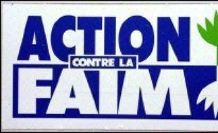 L'ONG française Action contre la faim (ACF) a récupéré lundi les corps de ses 16 employés tués ce week-end dans le nord-est du Sri Lanka où l'armée a procédé à de nouveaux bombardements ignorant la mise en garde des rebelles tamouls contre le déclenchement d'une guerre totale.