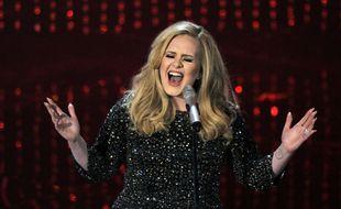 Adele interprète «Skyfall» sur la scène des Oscars, le 24 février 2013.