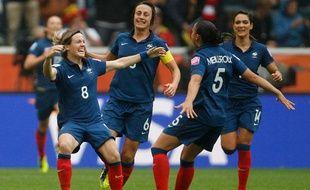 Les Bleues après le but de Bompastor en demi-finale de la Coupe du monde 2011 contre les Etats-Unis.