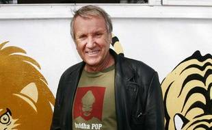Le comedien Yves Renier, en visite dans le refuge de Gennevilliers de la Societe Protectrice des Animaux (S.P.A.), le 2 octobre 2008.