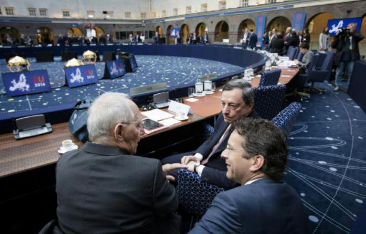 Wolfang Schauble, ministre allemand des Finances aux côtés de Mario Draghi, président de la Banque centrale européenne et de Jeroen Dijsselbloem, président de l'Eurogroupe au meeting de la zone euro à Amsterdam, le 22 avril 2016 – Bart Maat ANP