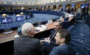 Wolfang Schauble, ministre allemand des Finances aux côtés de Mario Draghi, président de la Banque centrale européenne et de Jeroen Dijsselbloem, président de l'Eurogroupe au meeting de la zone euro à Amsterdam, le 22 avril 2016