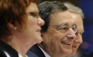 Les pays de la zone euro se sont mis d'accord lundi pour apporter 150 milliards d'euros au Fonds monétaire international afin d'aider indirectement les pays en difficulté de l'union monétaire, a annoncé à l'AFP une source gouvernementale.