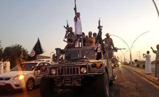 Des djihadistes de Daesh à Mossoul, en Irak, le 23 juin 2014.