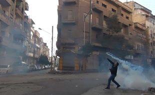 Un manifestant à Homs, en Syrie, le 27 décembre 2011.