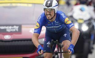 Julian Alaphilippe à l'arrivée du contre-la-montre à Laval, ce mercredi, lors de la 5e étape du Tour de France.