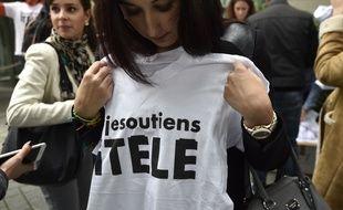 Lors d'une manifestation de soutien devant iTélé à Boulogne, le 28 octobre 2016.