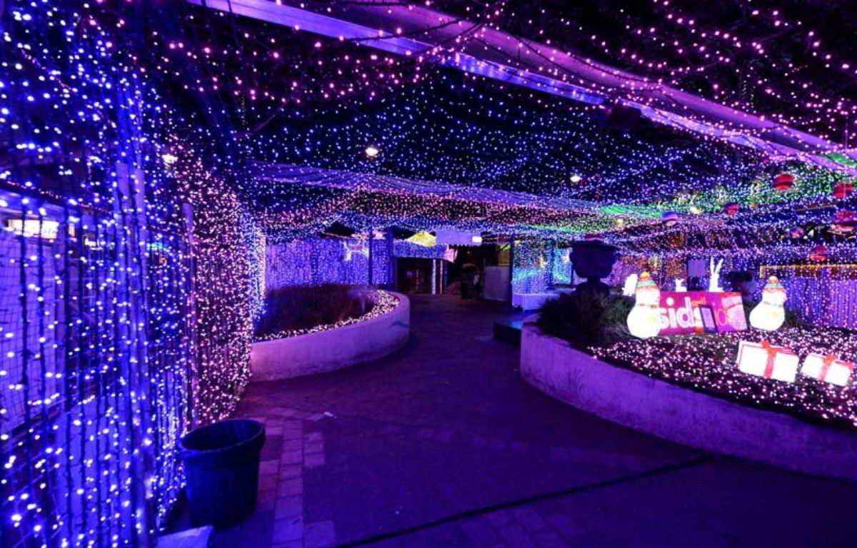L'installation lumineuse, qui a permis à David Richards de battre le record du monde Guinness, à Canberra, le 27 novembre 2014. – AP Photo/AAP Image/Alan Porritt