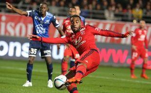 Alexandre Lacazette n'a pas marqué à Troyes mais il a obtenu un penalty permettant aux Lyonnais de l'emporter (0-1). FRANCOIS NASCIMBENI