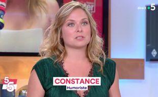 L'humoriste Constance sur France 5.