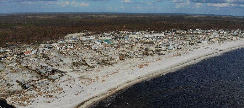 Des rafales de vent allant jusqu'à 250 km/h ont balayé la ville de Mexico Beach en Floride aux Etats-Unis.