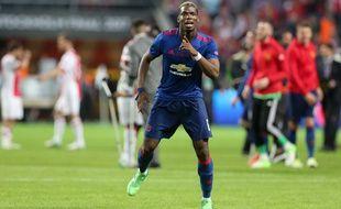 Paul Pogba fête la victoire de Manchester United en finale de Ligue Europa contre l'Ajax (2-0), le 24 mai 2017.
