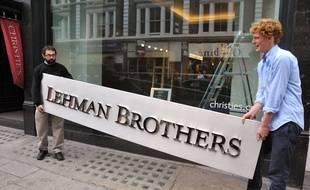 L'enseigne de Lehman Brothers aux enchères chez Christie's en 2010.