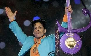Le chanteur Prince à la mi-temps du Super Bowl, en 2007.