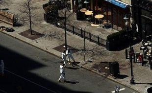 Quarante-huit heures après le double attentat qui a endeuillé le célèbre marathon de Boston, les enquêteurs américains ont désormais en leur possession les images d'un suspect, mais ont démenti mercredi toute arrestation.