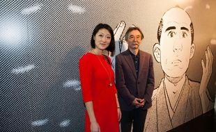 Fleur Pellerin, alors ministre de la Culture, avec Jirô Taniguchi, lors du 42e Festival de la bande-dessinée d'Angoulême, en janvier 2015.