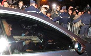 """Dominique Strauss-Kahn va déposer plainte pour """"violation manifeste de ses droits"""", ont annoncé ses avocats mercredi, jour de la publication dans Le Monde des procès-verbaux de sa garde à vue fin février à Lille dans le cadre de l'affaire dite du Carlton."""