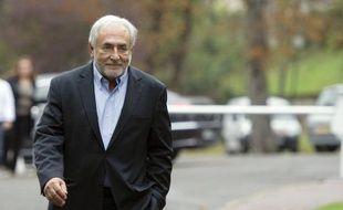 """Le parquet de Lille, qui a requis un non-lieu en faveur de Dominique Strauss-Kahn dans l'affaire du Carlton, estime que si DSK était le """"principal bénéficiaire"""" des soirées avec des prostituées, """"cela n'en fait pas pour autant un proxénète"""", dans son réquisitoire cité samedi par Le Figaro."""