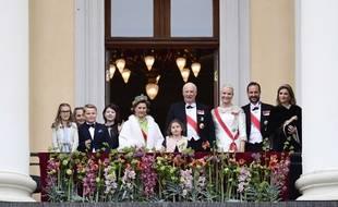 Le prince Sverre Magnus ( à gauche) a dabbé devant la foule