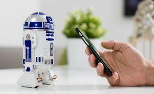 Le robot R2-D2, à piloter depuis un smartphone ou une tablette.
