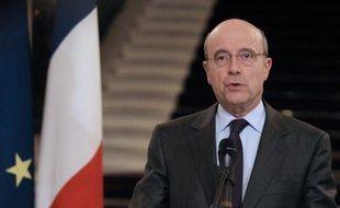 """Le chef de la diplomatie française Alain Juppé a déclaré vendredi qu'il considérait le Conseil national syrien (CNS) comme """"l'interlocuteur légitime"""" de la communauté internationale, sans s'engager cependant sur une reconnaissance formelle."""