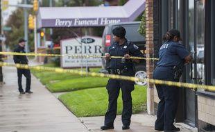 La police de Détroit le 19 octobre 2018, devant le funérarium où des fœtus ont été découverts.