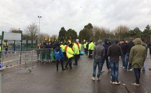 Les supporters sont restés bloqués par les CRS.