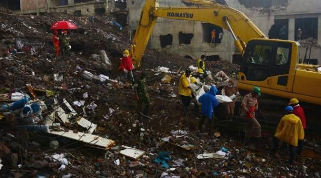 bangladesh manifestation des rescap s de l 39 accident industriel qui a fait 715 morts. Black Bedroom Furniture Sets. Home Design Ideas