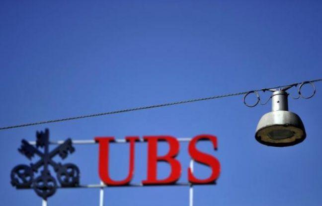 """Un cadre de la filiale française de la banque suisse UBS a été mis en examen jeudi pour """"complicité de démarchage illicite"""" et """"blanchiment"""" dans le cadre de l'enquête sur des soupçons de blanchiment de fraude fiscale, a indiqué à l'AFP une source judiciaire."""