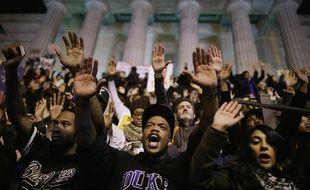 Des manifestants défilent à Washington, le 25 novembre 2014, pour protester contre le verdict du grand jury de Ferguson dans l'affaire de la mort de Michael Brown.