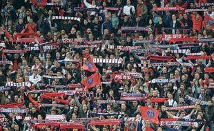 Les supporters du PSG contre Bastia en finale de la Coupe de la Ligue le 11 avril 2015.