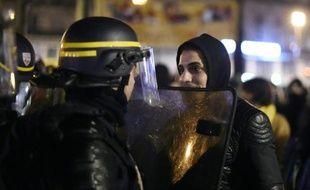 """Des militants du mouvement """"Nuit debout"""" Place de la République à Paris le 3 avril 2016"""