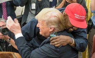 Le rappeur Kanye West et Donald Trump lors de leur rencontre à la Maison Blanche