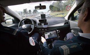 Illustration d'un radar embarqué dans un véhicule des forces de l'ordre, le 24 octobre 2013 à Bordeaux