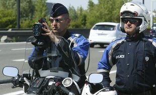 Une patrouille de CRS de Lyon effectue des contr?les radars sur l'A43, le 8 mai 2011. CYRIL VILLEMAIN/20 MINUTES