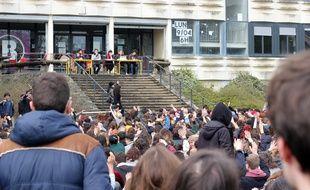 L'assemblée générale étudiante organisée le mardi 10 avril à l'université Rennes 2 a voté en faveur du blocage de la fac.