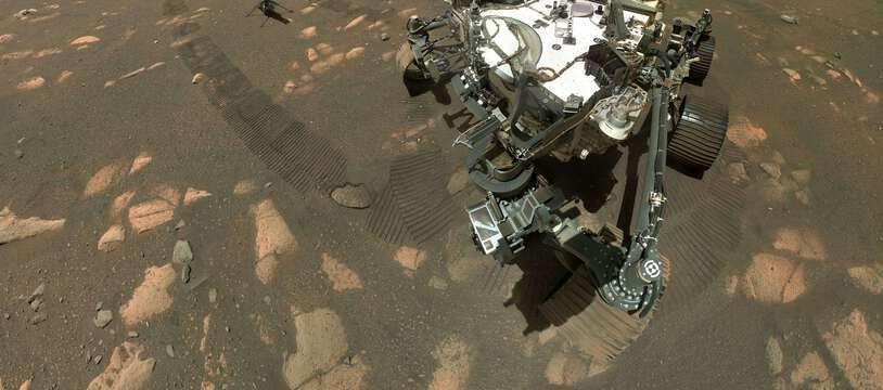 Un selfie du Rover Perseverance à côté du petit hélicoptère Ingenuity.