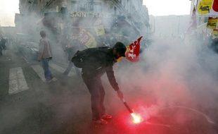 """Les syndicats CGT, FO, FSU et Solidaires de la fonction publique ont appelé agents et retraités, vendredi, à la mobilisation et à la grève le 10 septembre """"pour rejeter le projet de réforme des retraites porté par le gouvernement Ayrault"""""""