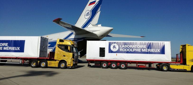 Des laboratoires containers acheminés dans un avion ce mardi vont décoller de Lyon le 9 octobre pour rejoindre la RDC dans le cadre de la lutte contre Ebola.