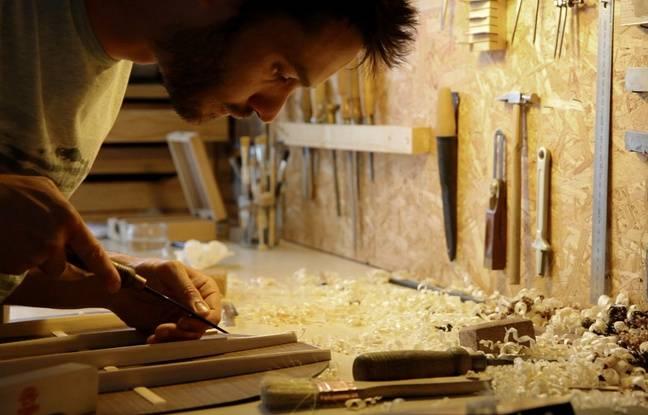 Adrien, le luthier et guitariste.