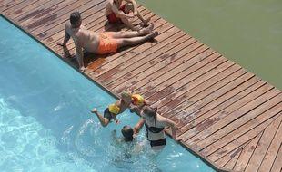 Mieux vaut surveiller de près la baignade des enfants. (Illustration)