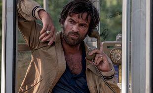 Romain Duris incarne Cinquanta, petit mafieux calabrais qui se prend d'affection pour son prisonnier.