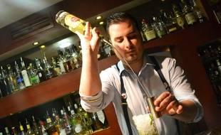 Rémi, le chef barman du Papa Doble, à Montpellier.