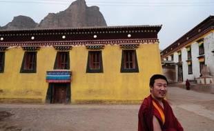 Le plus haut responsable du Parti communiste chinois de Lhassa a ordonné un renforcement de la surveillance policière des monastères au Tibet, après des manifestations de Tibétains violemment réprimées la semaine dernière dans des régions tibétaines voisines.