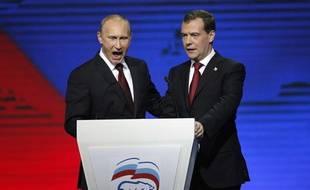 Vladimir Poutine et Dimitri Medvedev durant un congrès de Russie unie à Moscou, le 27 novembre 2011.