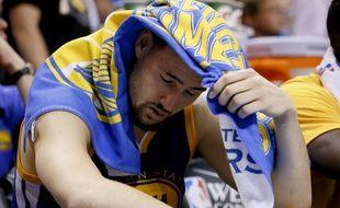 Klay Thompson, le joueur des Golden State Warriors, abattu lors de la défaite de son équipe face à Oklahoma City (118-94) le 24 mai 2016.